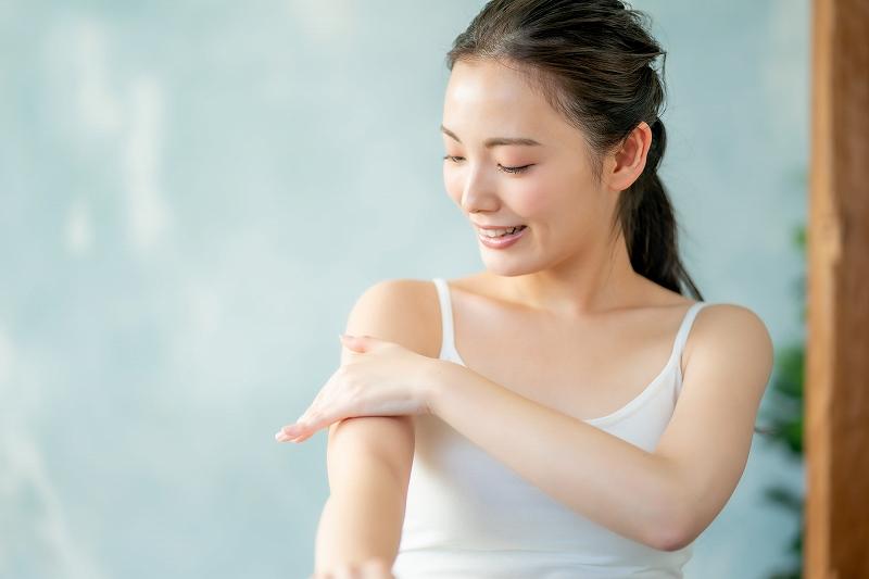 しっとりと柔らかい潤いのある肌へと導きます